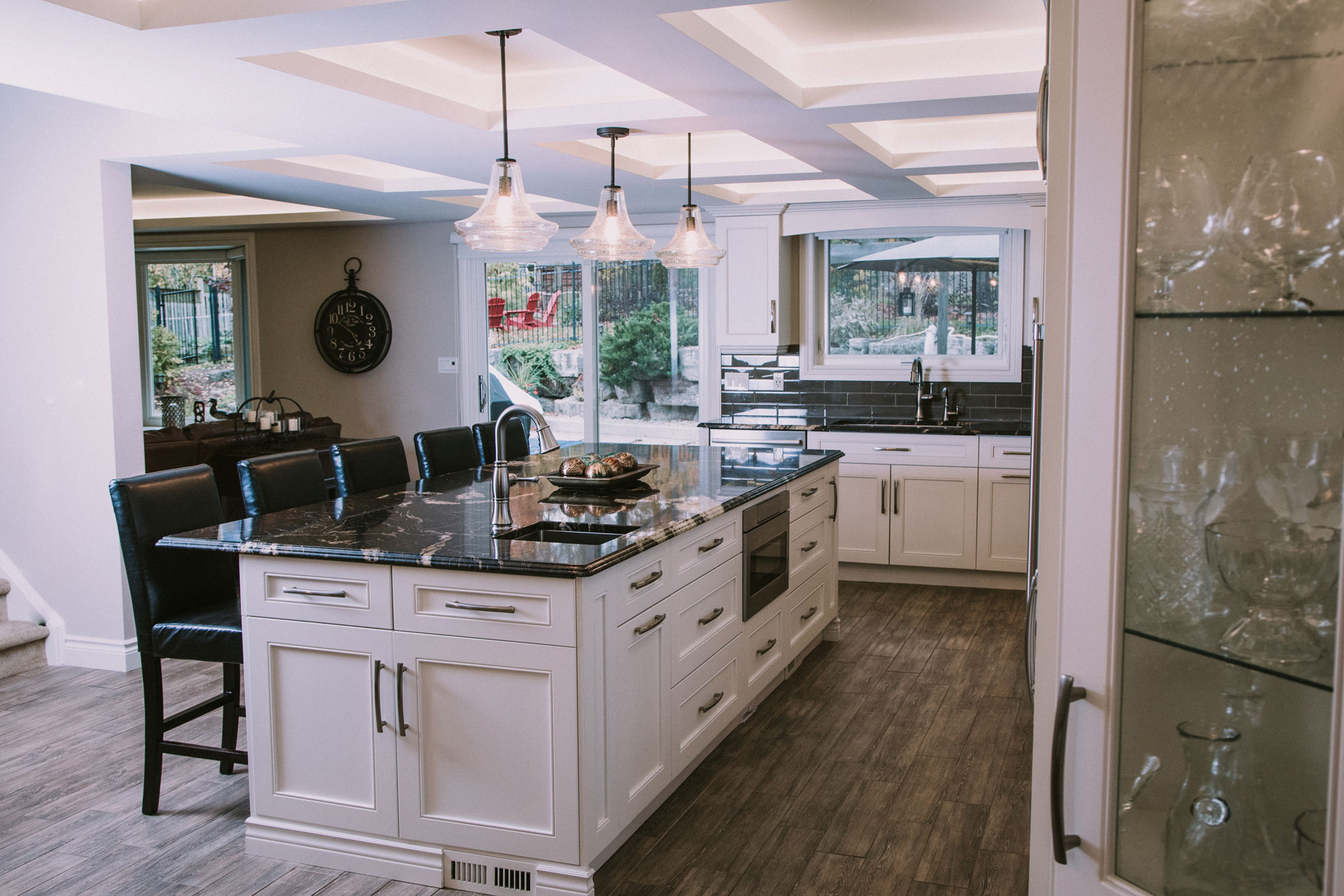 Classic kitchen with a dramatic touch